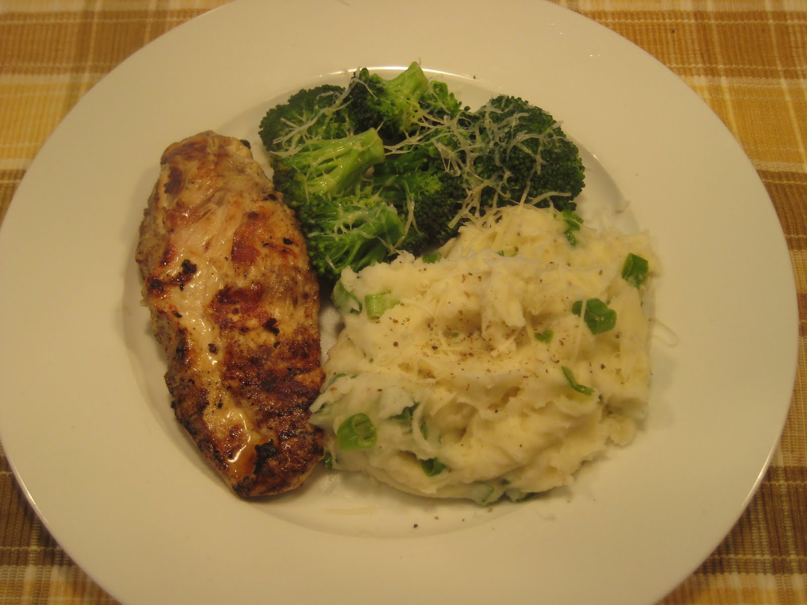 grilled-chicken-breast-with-mashed-potatoes